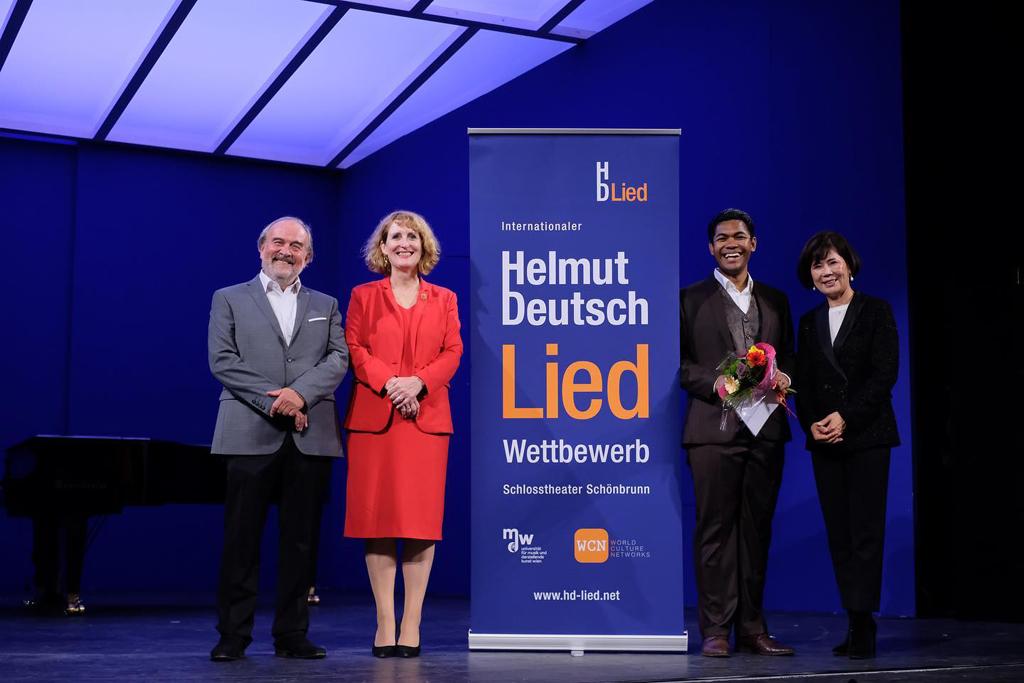 Read more about the article MICHAEL ARIVONY ist Preisträger beim Helmut Deutsch Liedwettbwerb 2021